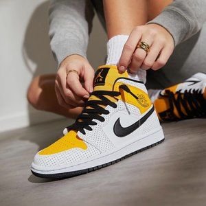 💛🖤 🤍Air Jordan 1 mid white yellow shoes